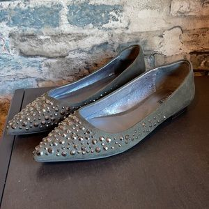 Guess Olive Green Suede w Silver Studs Pointed Toe Flats Sz 9